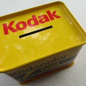 Z:\WEBSITE ARTWORK\Website Product Photos\Kodak\Kodakcolor Gold Film unused tin money box - Plaza Cameras